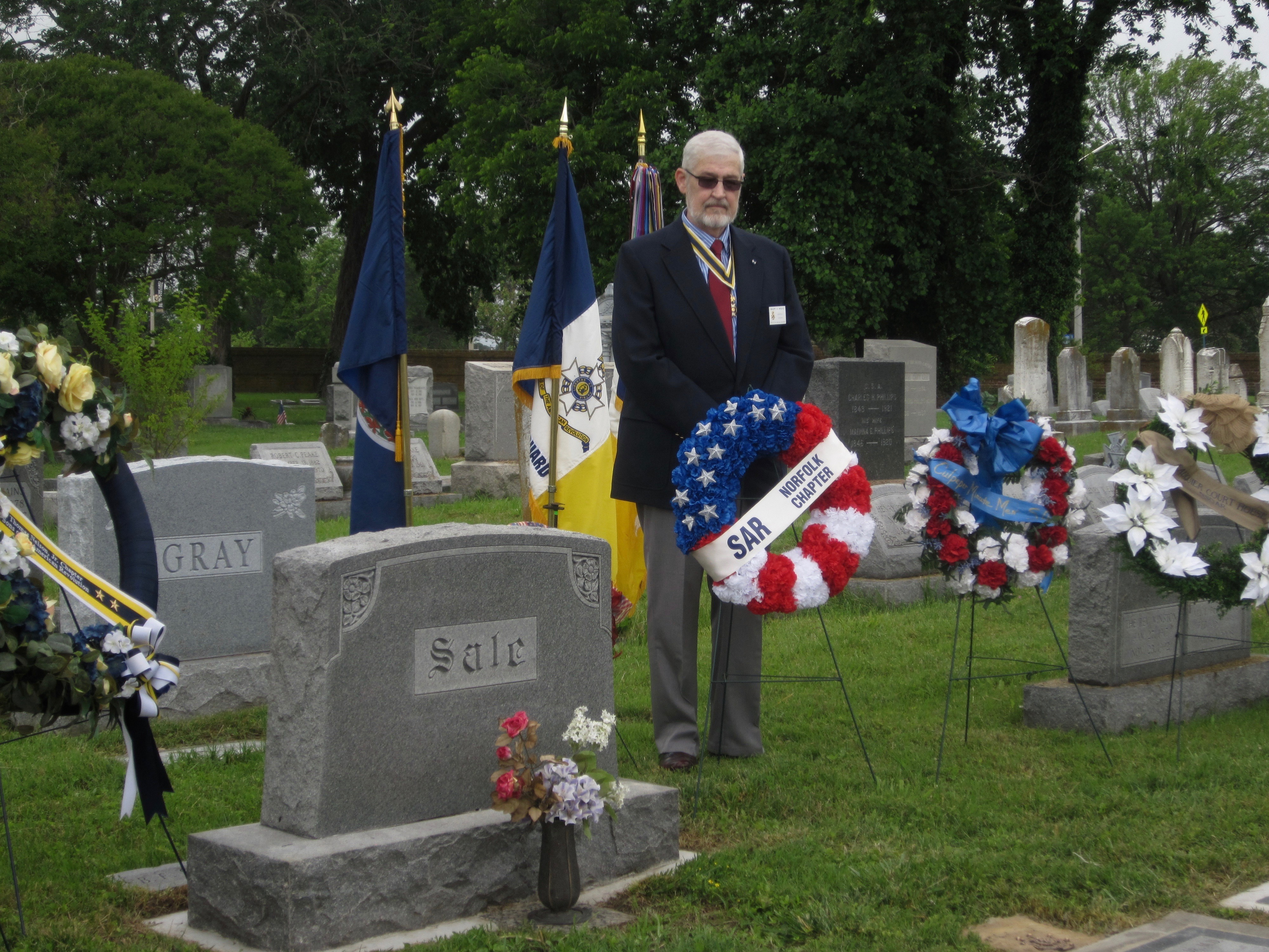 Norfolk Chapter SAR President Maury Weeks presents the Chapter wreath at the grave of Compatriot Thomas W. Sale, Jr