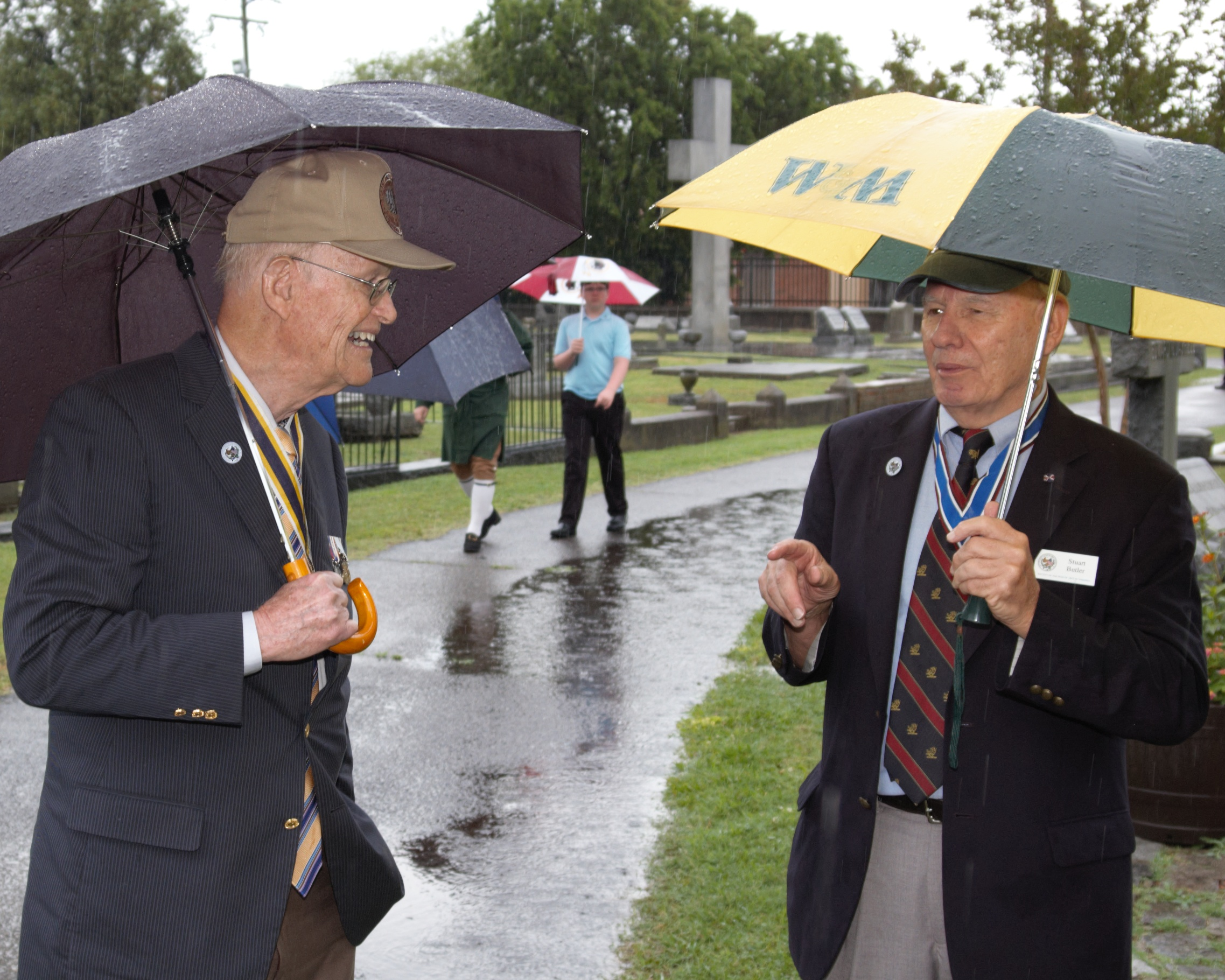 Chancellor Carter Furr shares a light moment in the rain with Society of the War of 1812 President Stuart Butler before the ceremony at Cedar Grove Cemetery